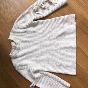 Snygg och jätte mysig stickad tröja. Priset går att förhandla om💖