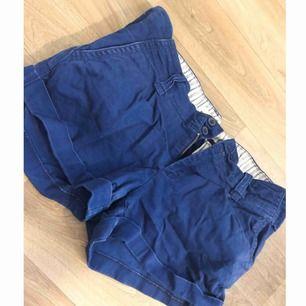 Blå shorts ifrån Gina Tricot
