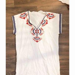 Superfin lång T-shirt eller kortare klänning. Aldrig använd så i nyskick.