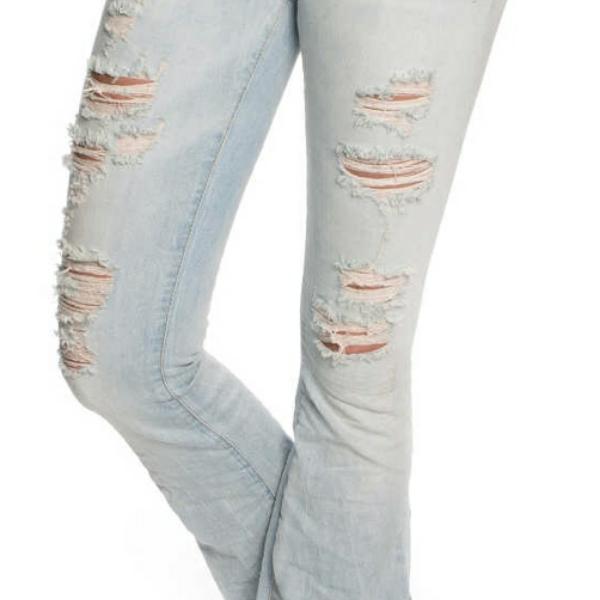 Äkta Reign Italia Jeans i storlek 28 i fint skick, endast använda ett fåtal gånger. Utsvängda. Nypris: 1895kr. Hämtas i Jkpg området eller skickas mot fraktkostnad. Jeans & Byxor.