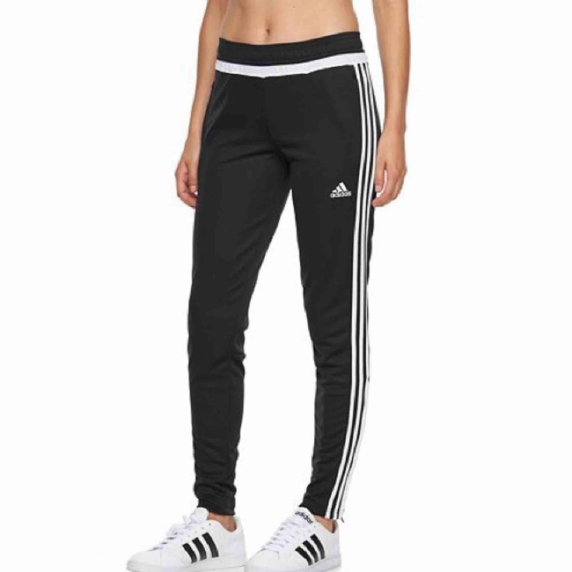 Adidas tiro 15 track pants. Använda 1 gång, storlek S. Frakt på 54kr tillkommer! :) . Jeans & Byxor.