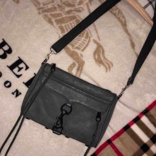 Rebecca Minkoff väska super snygg men tröttnat på den!