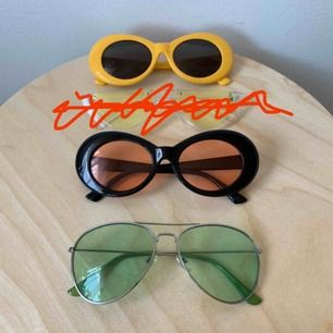 Solglasögon! 1 st = 40 kr eller alla 3 för 100kr ✨ dem Genomskinliga med gult glas är tyvärr sålda finns att hämta på Södermalm annars tillkommer frakt på 30 kr