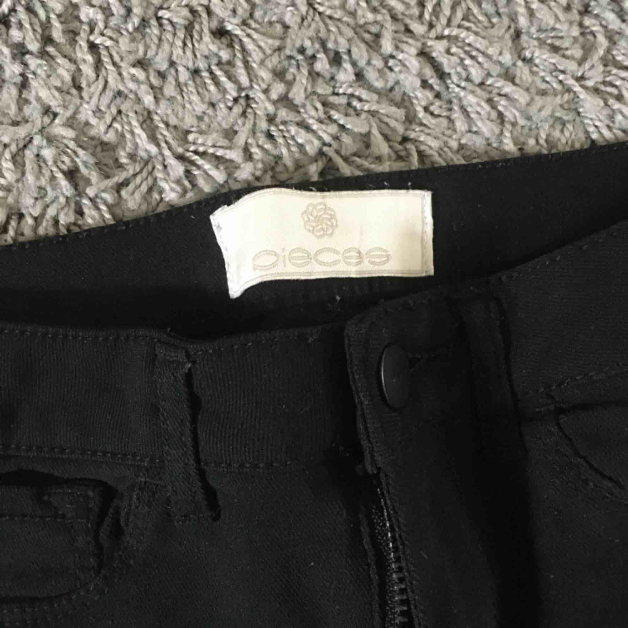 Ett par super stretchiga jeans, i ett mjukt material. Passar både S och M. . Jeans & Byxor.