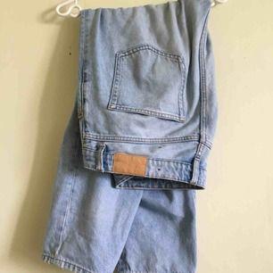 Fina Taiki blue jeans från Monki. Inköpta för ca 5-6 månader sedan. Nypris 400kr
