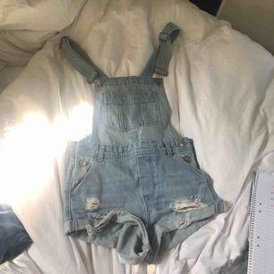 Hängsel shorts från H&M ❤️ Coachella, sparsamt använda och säljs eftersom dem inte riktigt är min stil längre 😊