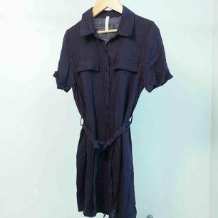 Fin skjortklänning  Storlek XS  Hämtas i Bromma eller skickas. Köparen står då för frakt