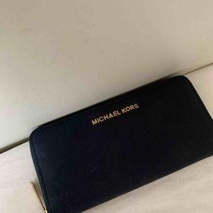 Plånbok från Michael Kors, svart färg och äkta!