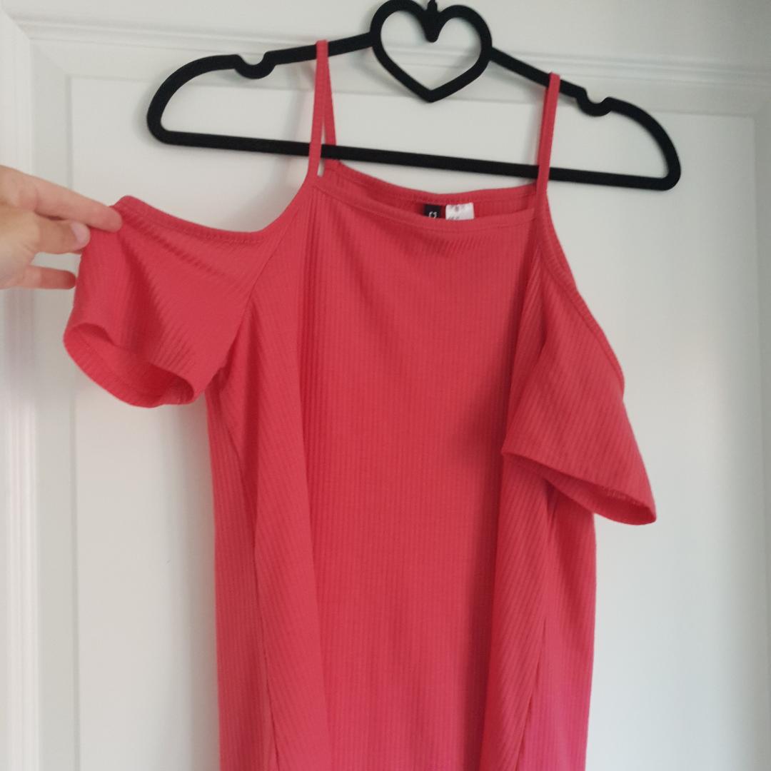 Klänning från DIVIDED h&m Använd fåtal gånger så bra skick, ni står för frakten 🌸. Klänningar.