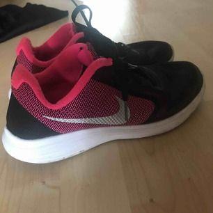 Nike revelotion -gympa skor i storlek 37