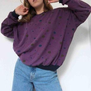 Ascool 80tals tröja med ett prickigt mönster. Passar perfekt till svala sommarkvällar stylat med jeans eller shorts! Frakt tillkommer på 36 kr🔻🔹🔸