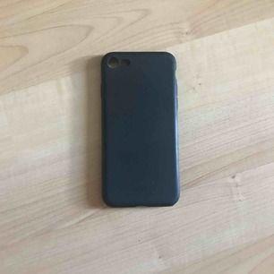 Skönt-material skal från maxi till iphone 7 eller 8 Köptes för 120kr så därför kostar det 40kr