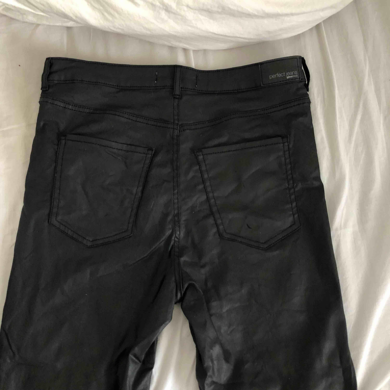 """""""Skinn"""" brallor från Gina, använda 1 gång. Säljer pga förstora för mig!. Jeans & Byxor."""