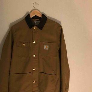 Knappt använd jacka från Carhartt! Möts upp i Stockholm, annars står köparen för frakt :)