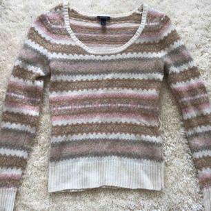 En mysig, stickad tröja från gant i storlek S. Aldrig använd och säljer för att jag inte är så mycket för märkeskläder. Kan mötas upp i Stockholm :)