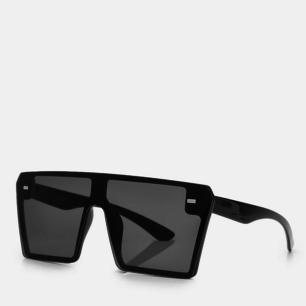 Coola solglasögon!! Rätt stora så passar inte mitt huvud men riktigt häftiga. Aldrig använda