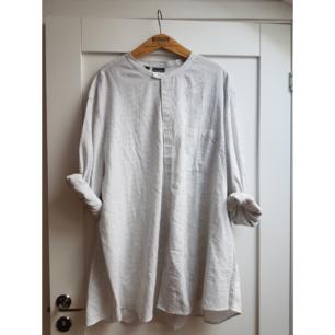 Oversized skjortklänning. Superskön o är tillräckligt lång som klänning på mig som är 168cm, strl S.