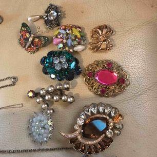 Säljer äkta silver halsband och brosch som jag använder inte längre