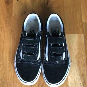 Vans Old Skool V shoes. Är i bra skick!  Storlek 35, originalpris är 799kr. Frakt tillkommer!