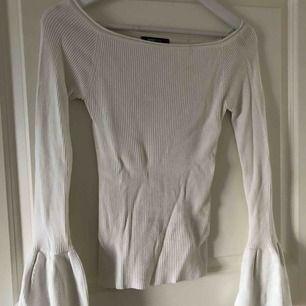 En jätte fin tröja ifrån Gina tricot med utsvängda armar längst ner. Säljer pga inte min stil längre. Normal i storlek.  (Köparen står för frakt) kan annars mötas upp i Örebro.
