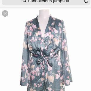 Oanvänd jumpsuit från hannalicious kollektion med nakd.