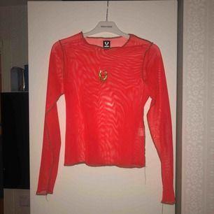 Neon orange meshtop i storlek S kan mötas upp i stockholm annars betalar köparen för frakt! ⭐️