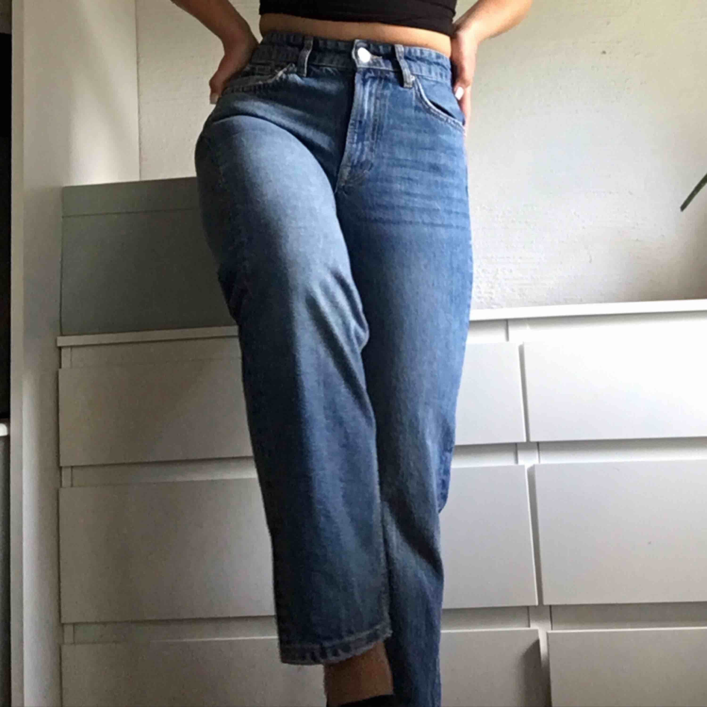 Heeelt nya jeans från Gina i modellen Sadie. Nypris: 500kr. Pris: 400kr + 50kr frakt💗💗💗. Jeans & Byxor.