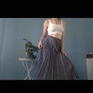 Plisserad kjol i rutigt mönster ifrån Westerlind🥀