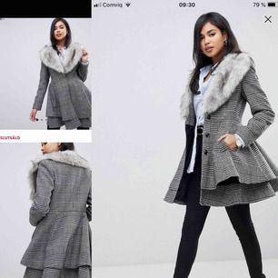 Jätte fint kappa som är inte använd från märket asos.