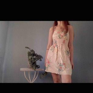 Vintage sommar klänning med resår i midjan🥀
