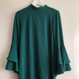 Superfin klänning från Indiska. Bara använt den vid ett tillfälle så den är precis som ny! Orginalpris 500kr, mitt pris 120kr! Frakt tillkommer
