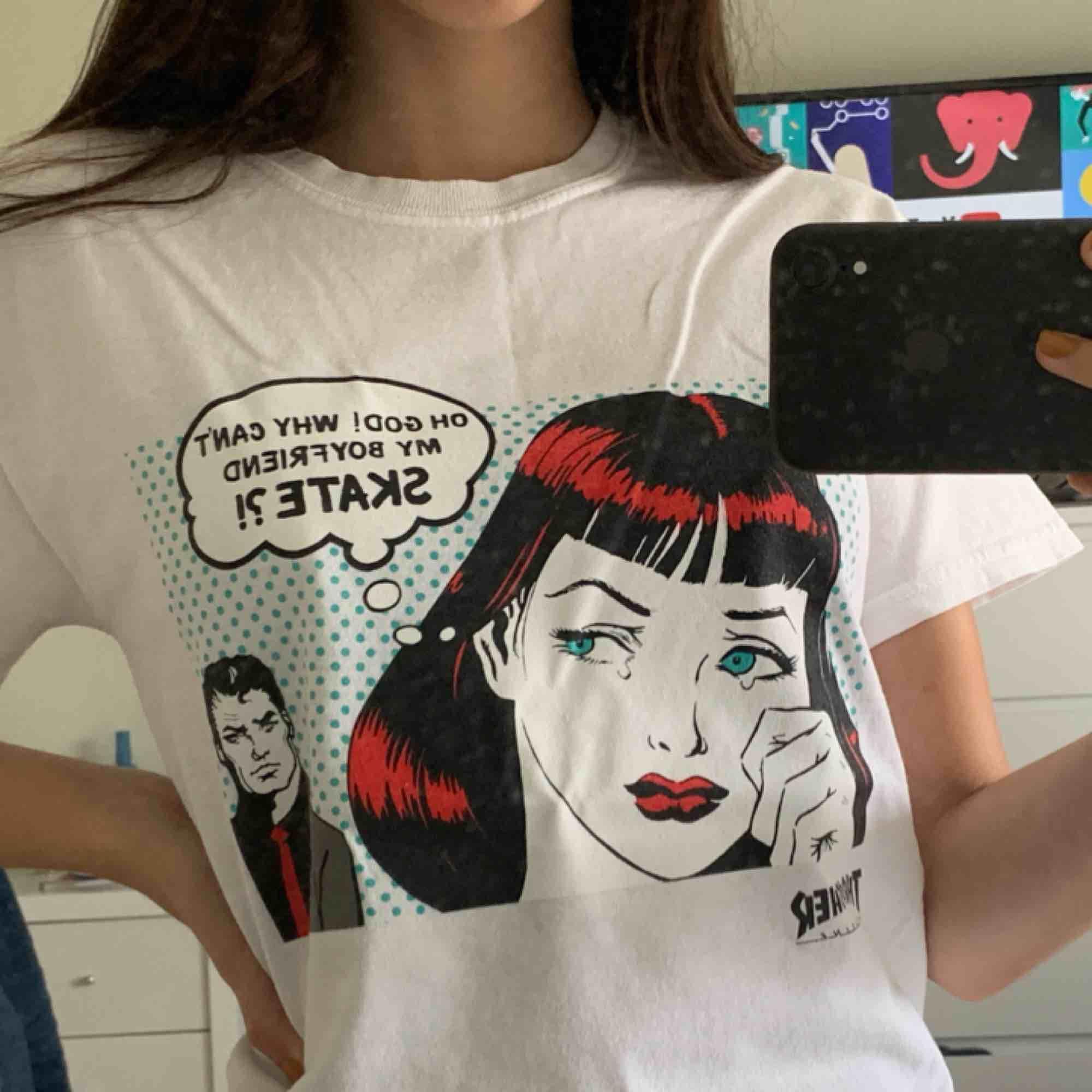 snygg tshirt från thrasher, använt ca 3 gånger - asbra skick . T-shirts.