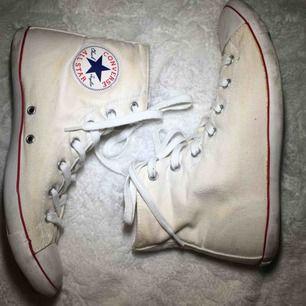 Äkta Converse all star! Fina, vita och jättesöta! Köpare betalar frakt!
