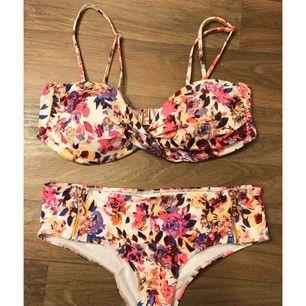 Underbar bikini ifrån HM men kunde tyvärr aldrig användas av mig då jag köpte fel storlek. Hela setet för 50 kr.