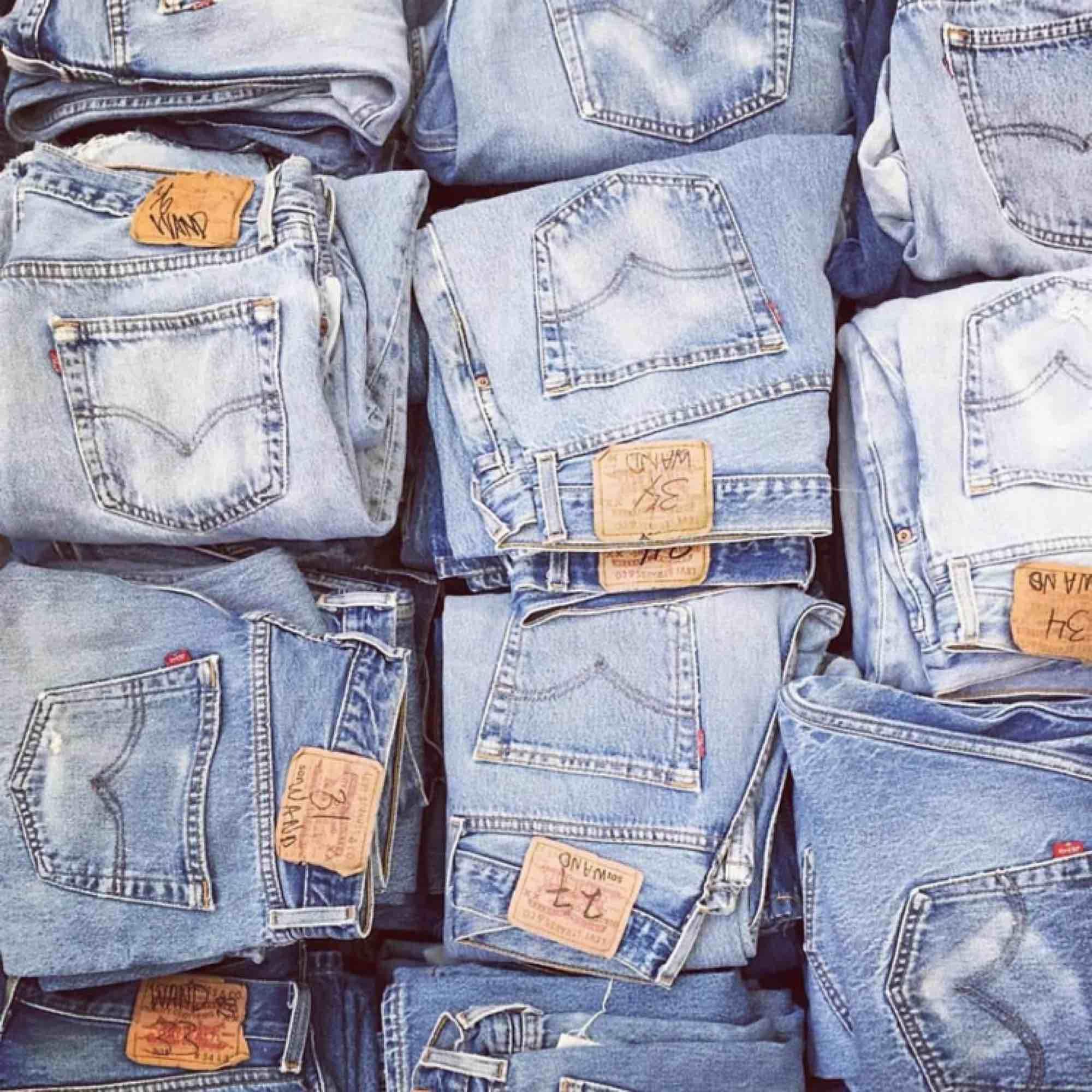RetroRepurpose är tillbaka och ska sälja massor kläder till hösten! Nu kan man köpa bundles enkelt med fri frakt 😍 Mina varor kommer även få ny paketering med bättre kvalitet 😅 Checka in i veckan 🔜. Övrigt.