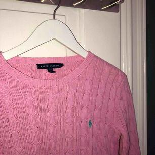 Stickad rosa Ralph Lauren tröja i mycket fint skick!