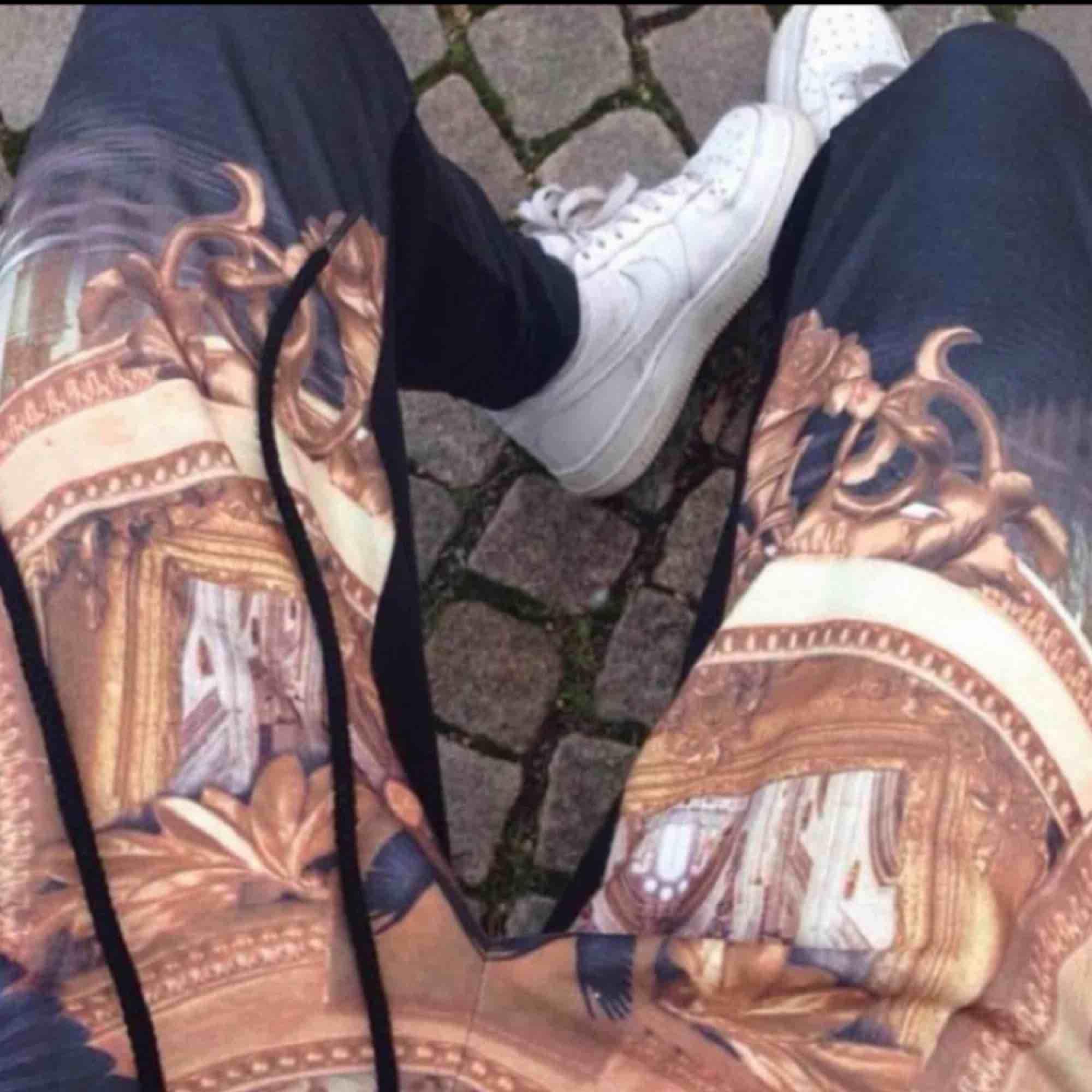 Från Fanny lyckmans kollektion för Nelly, slutsålda! Ytterst lite noppriga därav pris . Jeans & Byxor.