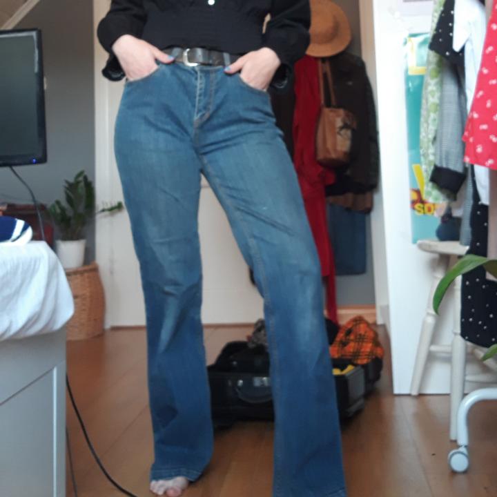 Snygga lågmidjade bootcut jeans!🌿. Jeans & Byxor.