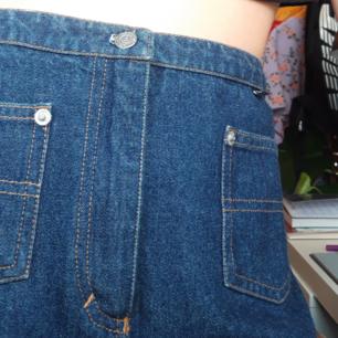 Riktigt ball jeans kjol i den längre modellen🌺