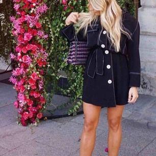 Söker denna klänning från zara i xs/s eller någon liknande