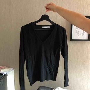 Långärmad-tröja med v-ringning, frakt ingår i priset, köpt är köpt!!!!