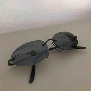 Solglasögon från Emmaus. Frakt tillkommer på 27kr. Snabb affär kan du få dem för 90 kr och frakten inräknad i priset av 90.