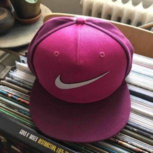 Nike keps i fint skick. One Size. Hämtas i Uppsala eller skickas mot fraktkostnad
