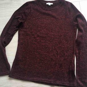 Ny finstickad tröja från Nice & Chic. XS storlek men kan passa S också. Aldrig använd! Frakt kommer (39kr).