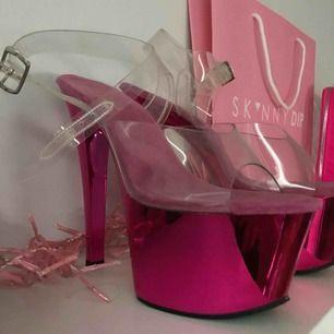 Oanvända pleaser i rosa. Nypris 1200