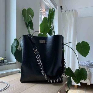 Väska från Zara! Så fin och rymlig!