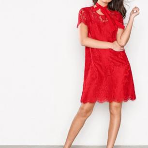 Ida Sjöstedt klänning ny röd spets klänning Stl 40