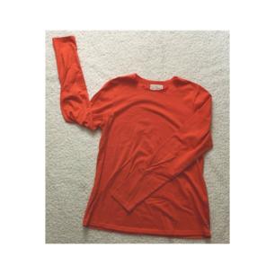 Orange långarmad tröja från Holly & White! Aldrig använd 🌼 Nypris 250kr. 🌼
