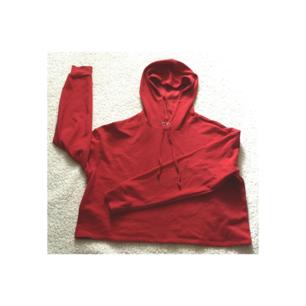 Ny hoodie från Monki! 🌼 Nypris 200kr. Frakt 30kr eller 50kr (spårbart) ditt val. Gratis frakt gäller inte på denna!