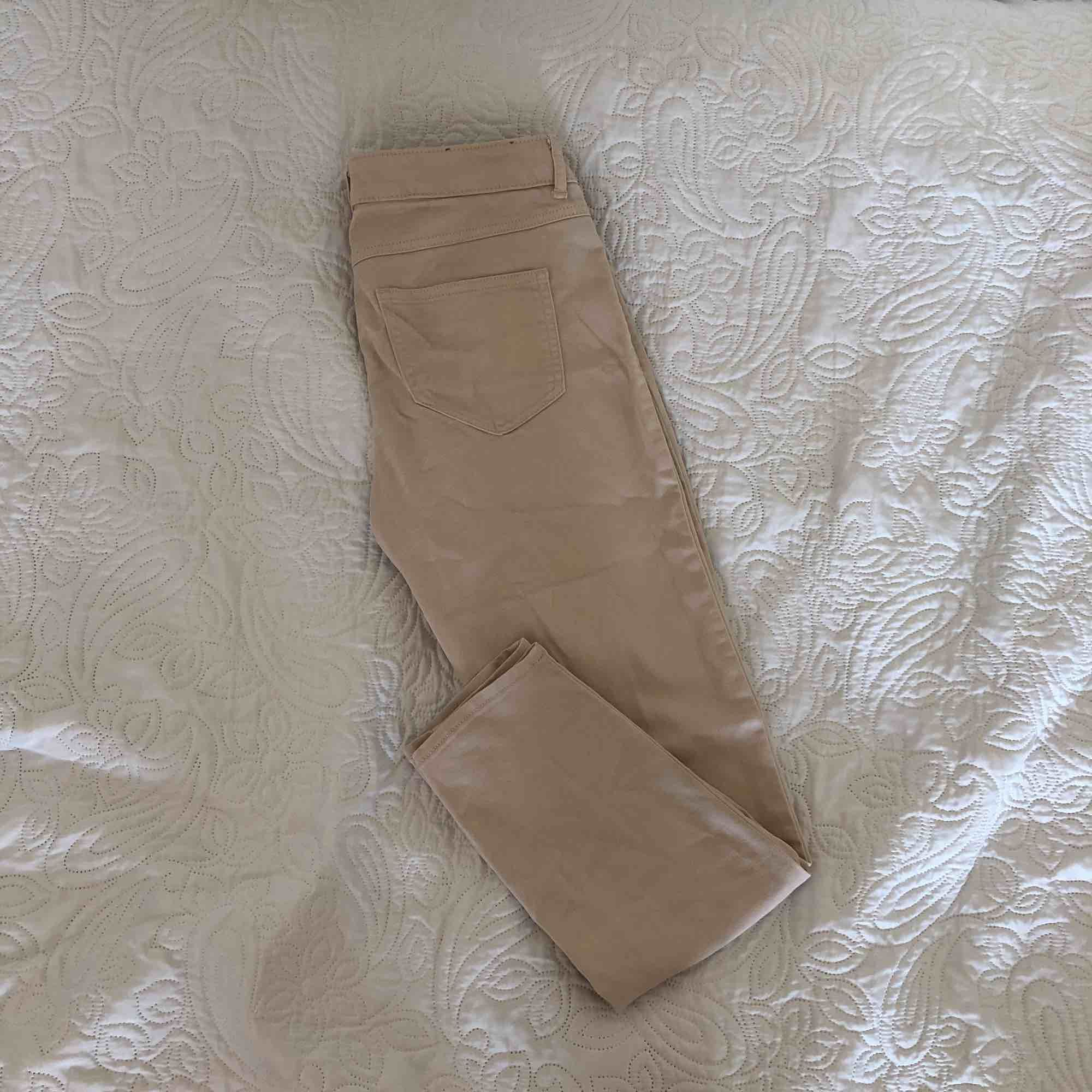 Ankellånga byxor, slimfit. Jeans & Byxor.